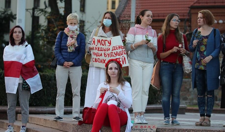 Kobiety protestujące w Mińsku /TATYANA ZENKOVICH  /PAP/EPA