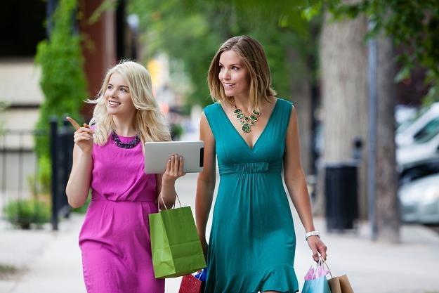 Kobiety są odważniejsze w korzystaniu z nowych technologii płatniczych /©123RF/PICSEL