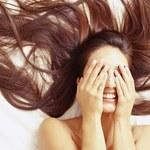 Kobiety skutecznie wabią... włosami