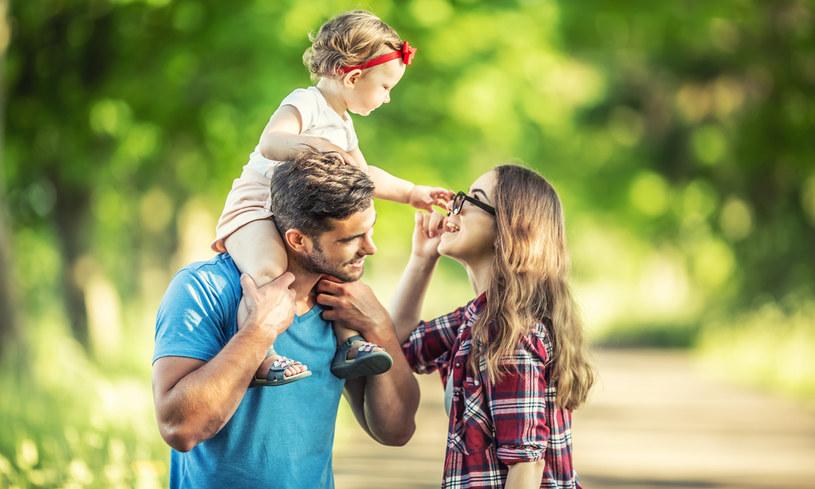 Kobiety spod znaku Raka na ogół są opiekuńcze i rodzinne /123RF/PICSEL
