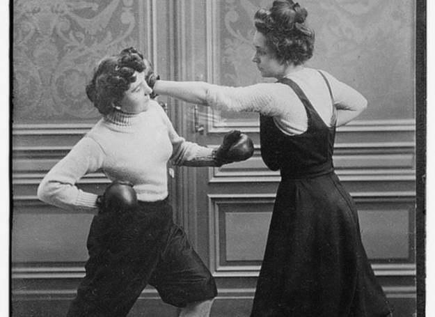 Kobiety trenujące boks /Agnieszka Lisak – blog historyczno-obyczajowy