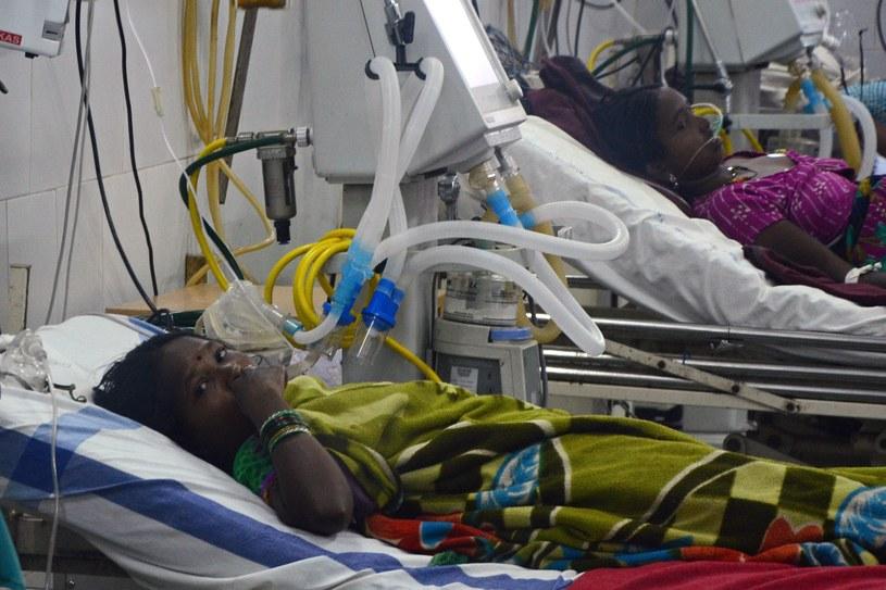 Kobiety, u których pojawiły się poważne komplikacje po zabiegach przebywają w szpitalu /SANJAY KANOJIA  /AFP