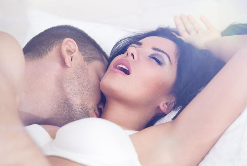 Kobiety udają orgazm częściej, ale mężczyznom też zdarza się to robić /123RF/PICSEL