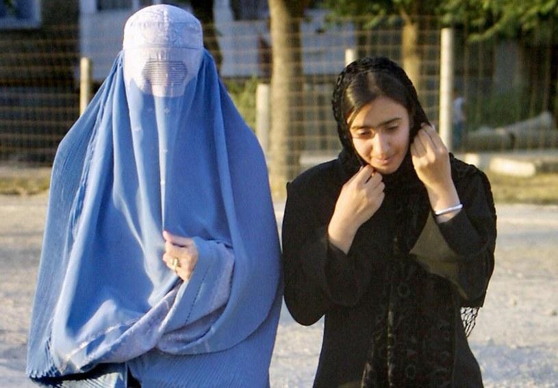 Kobiety w Afganistanie znów są zmuszone nosić burki, które zakrywają całe ich ciało, łącznie z oczami /BEHROUZ MEHRI /East News