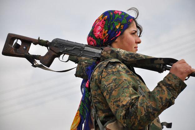 Kobiety w kurdyjskich oddziałach stanowią około 35 procent tych sił (zdjęcie ilustracyjne) fot. Delil Souleiman /AFP