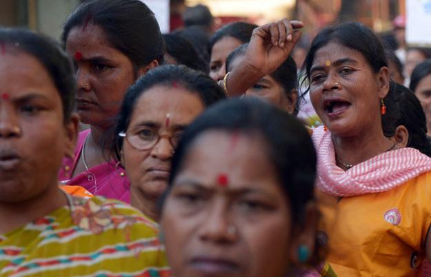 Kobiety w przeludnionych Indiach są zachęcane do sterylizacji fot. Dibyangshu Sarkar /AFP