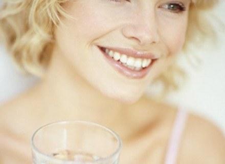 Kobiety wypijają mniej wody od mężczyzn /INTERIA.PL