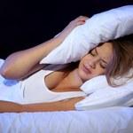 Kobiety zasypiające o tej samej porze mają mniej tłuszczu
