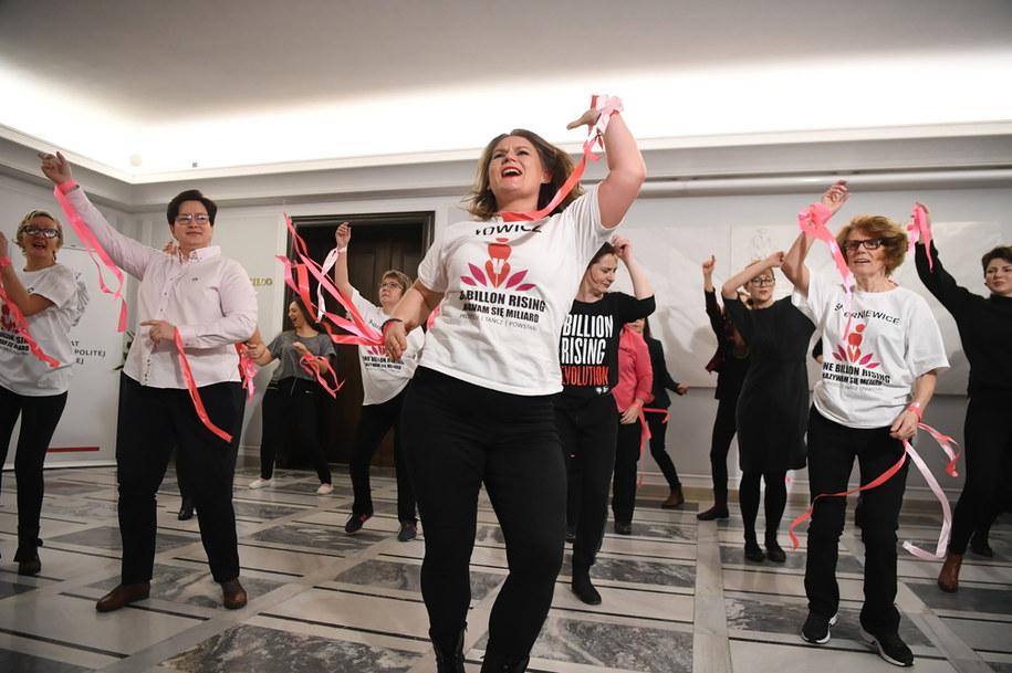 Kobiety zatańczyły w Senacie przeciwko przemocy /Piotr Nowak /PAP
