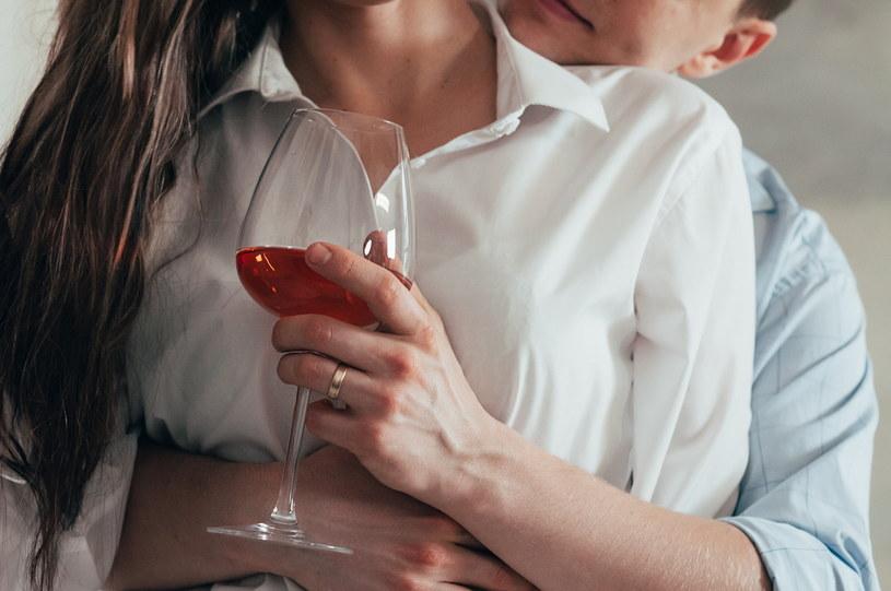 """Kobiety zazwyczaj przez dłuższy czas czują, że w związku """"coś jest nie tak"""" /123RF/PICSEL"""