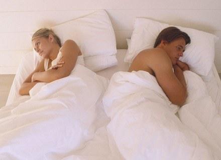 Kobiety zażywające pigułki antykoncepcyjne inaczej reagują na zapach mężczyzny. /ThetaXstock