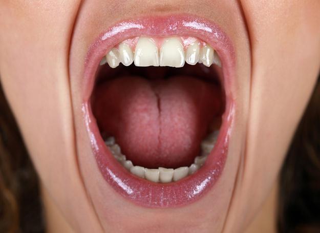 Kobiety zgłaszają bardziej intensywne odczuwanie bólu niż mężczyźni. /© Panthermedia