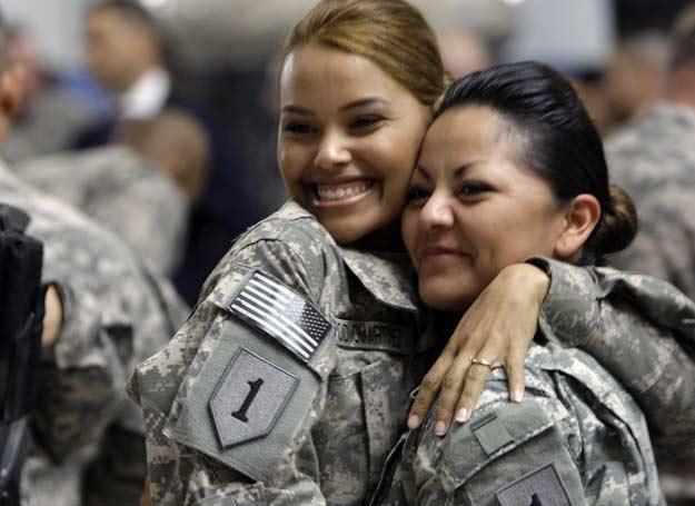 Kobiety żołnierze biorą udział w niebezpiecznych misjach w Iraku i Afganistanie /AFP