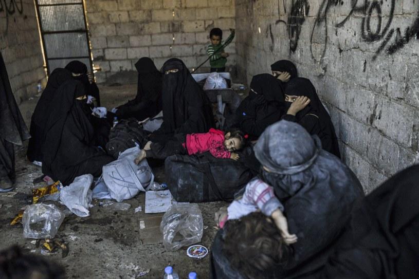 Kobity, które uciekły z Rakki /AFP