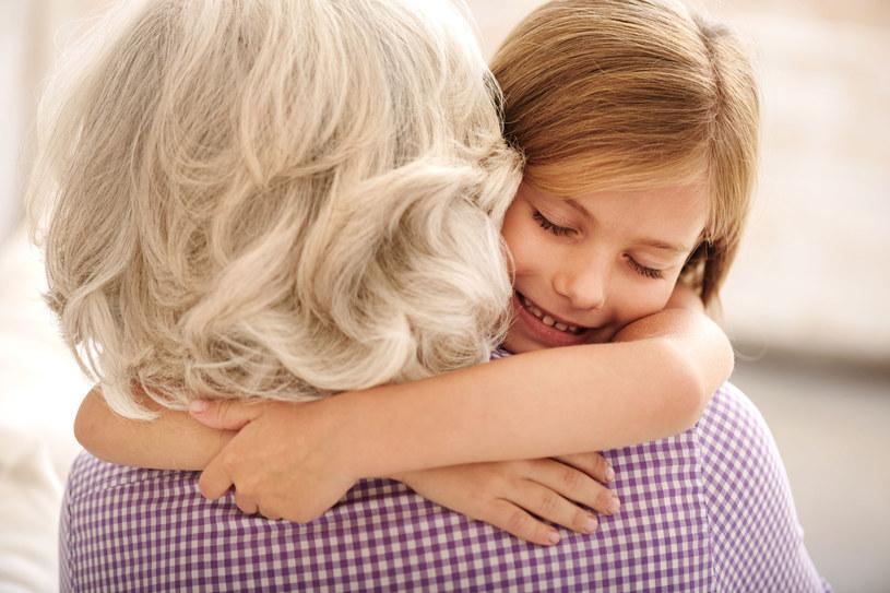 Kochający dziadkowie to prawdziwy skarb /123RF/PICSEL