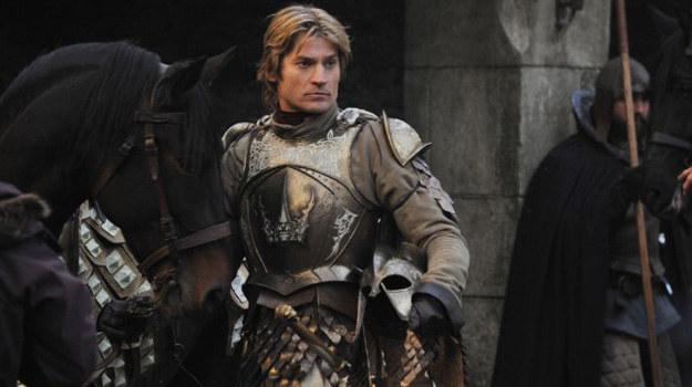 - Kocham robić ten serial i nie chcę umierać (śmiech). Ale w sumie, nigdy nie wiesz, co się wydarzy - mówi Nikolaj Coster-Waldau grający rolę Jaimego Lannistera. /HBO