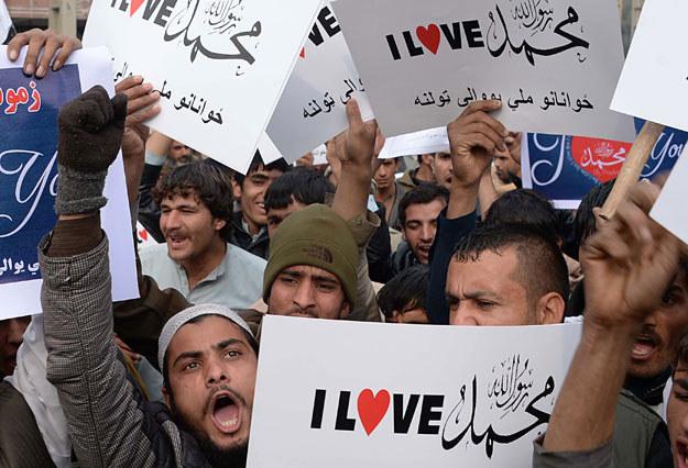 """""""Kochamy proroka Mahometa!"""": Na zdjęciu manifestacja w Afganistanie fot. Noorullah Shirzada /AFP"""
