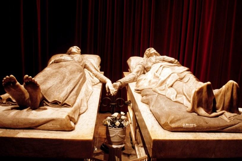 Kochankowie z Teruel – Diego Marcilli i Isabel Segury. Alabastrowy sarkofag przykrywa ich zmumifikowane ciała /East News