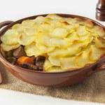 Kociołek Lancashire - gulasz pod ziemniakami