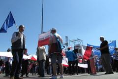 KOD i opozycja manifestuje w Warszawie