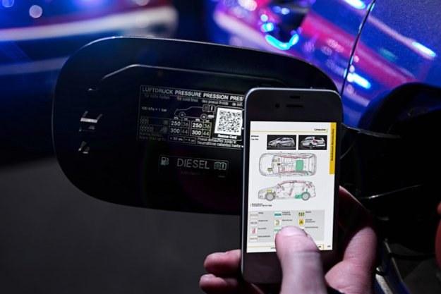 Kod QR zapewnia służbom ratowniczym błyskawiczny dostęp do schematów budowy samochodu. /Mercedes