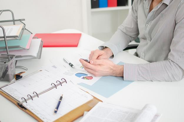 Kodeks pracy dopuszcza możliwość przedłużenia okresu rozliczeniowego nawet do 12 miesięcy. /©123RF/PICSEL