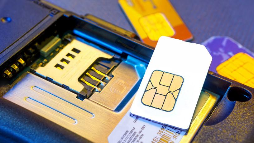 Kody szyfrujące kart SIM miały trafić w ręce służb wywiadowczych /123RF/PICSEL