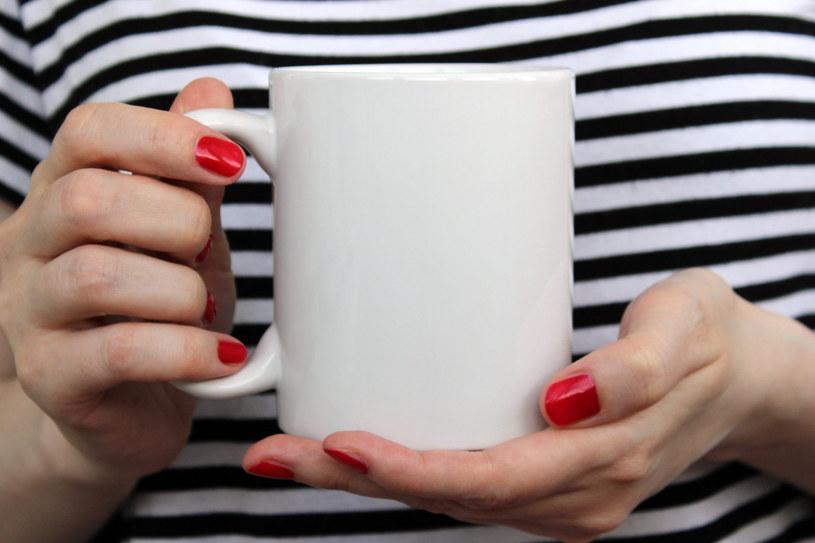 Kofeina może zaszkodzić żołądkowi podobnie jak alkohol /123RF/PICSEL