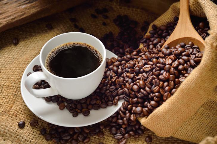 Kofeina przed snem /© Photogenica