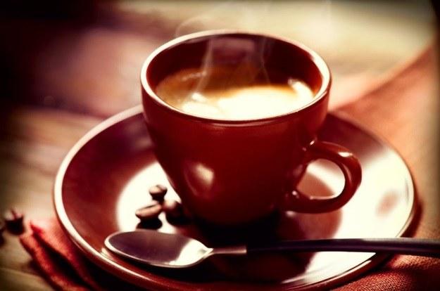 Kofeina spowalnia rozwój mózgu. Może czasami lepiej odstawić filiżankę kawy? /123RF/PICSEL