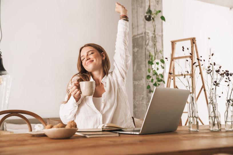 Kofeina zawarta w kawie pomaga zwalczyć senność i usprawnić procesy myślowe. /123RF/PICSEL