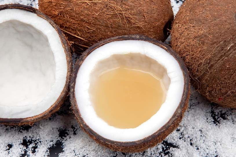 Kokos ma wiele właściwości zdrowotnych /123RF/PICSEL