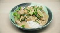 Kokosowe curry z kurczakiem, brokułami i cukinią