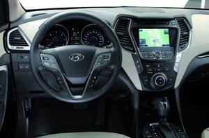 Kokpit jest ogicznie uporządkowany i wykonany z materiałów robiących bardzo dobre wrażenie – zarówno w dotyku, jak i z wyglądu. /Hyundai