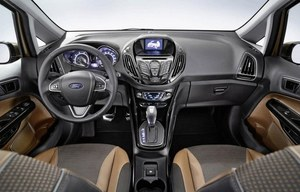 Kokpit utrzymano w pełnej ekspresji estetyce, znanej np. z Fiesty i Focusa. Deska rozdzielcza jest ergonomiczna i na dodatek wykonana z wysokiej jakości materiałów. /Ford