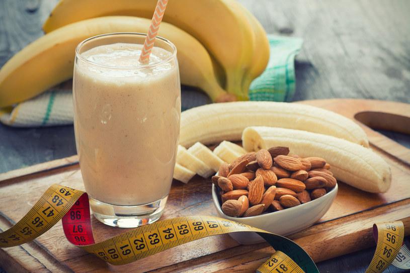 Koktajl bananowy - na śniadanie /123RF/PICSEL