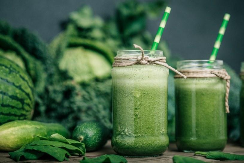 Koktajl warzywno-owocowy to pyszna i zdrowa propozycja na początek dnia /123RF/PICSEL