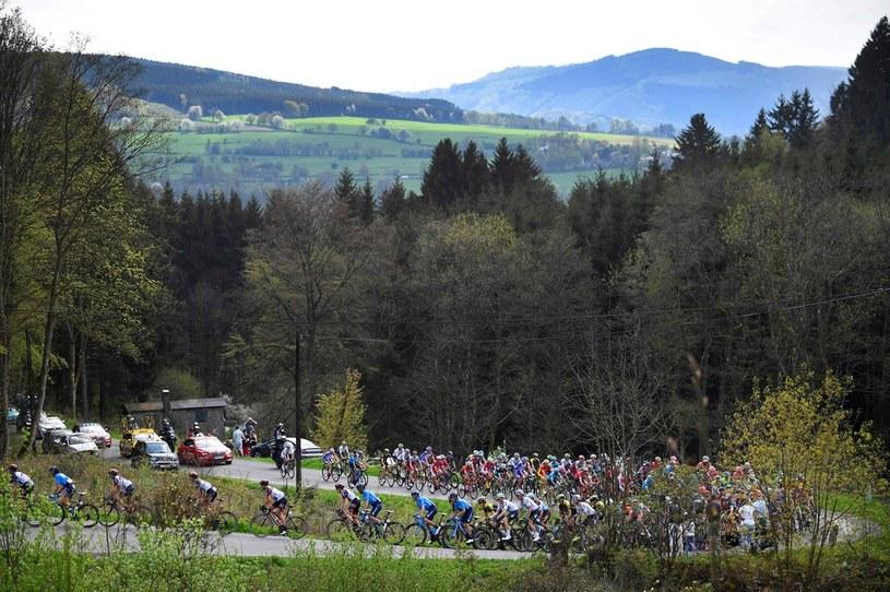 Kolarze na trasie wyścigu Liege-Bastogne-Liege z 2018 r. /AFP