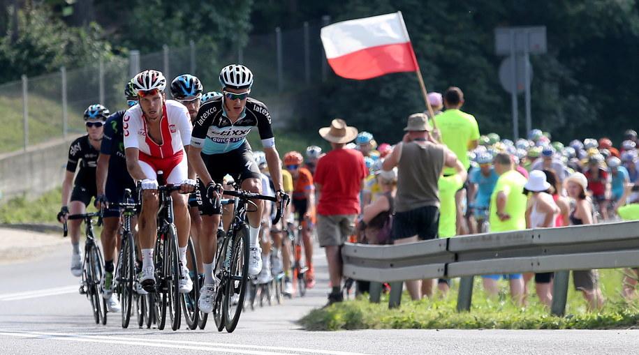 Kolarze na trasie wyścigu /PAP/Grzegorz Momot /PAP
