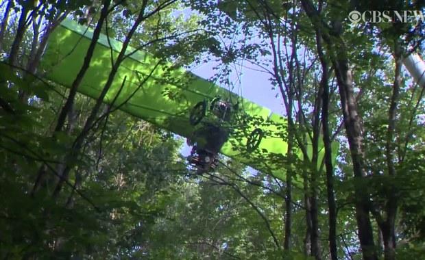 """""""Koledzy będą ze mnie się śmiać"""". Pilot utknął w samolocie na 5 godzin na szczycie drzewa"""