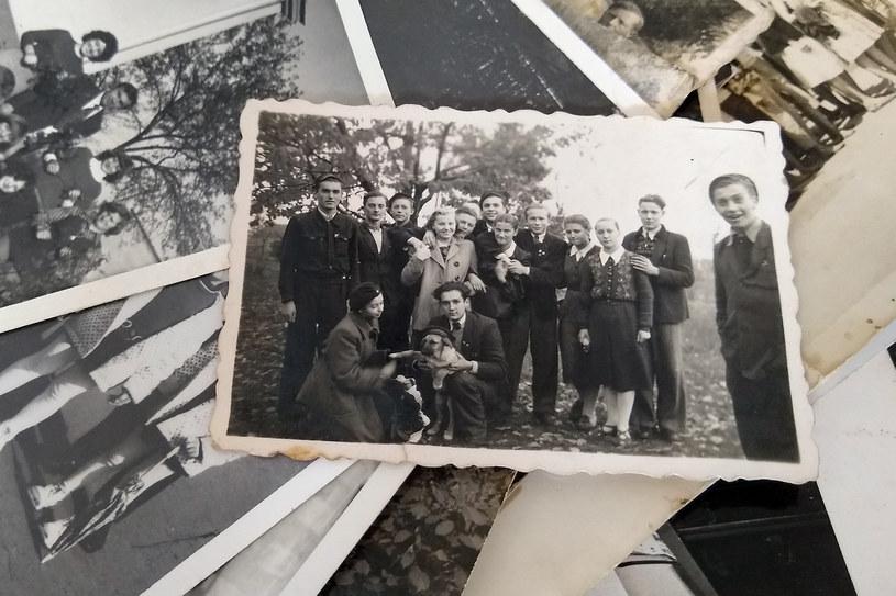 Koledzy z liceum w Mrozach. Na górze, szósty od lewej, Ryszard Szpyrko. Na zdjęciu nie ma Stefana Wysockiego (arch. Ryszard Szpyrko) /INTERIA.PL