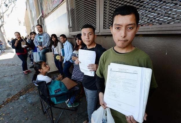 Kolejka chętnych do odroczenia deportacji w Los Angeles, 15 sierpnia 2012 /AFP