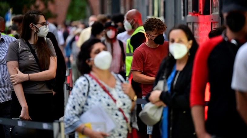 Kolejka do punktu szczepień w Berlinie /JOHN MACDOUGALL / POOL / AFP /AFP