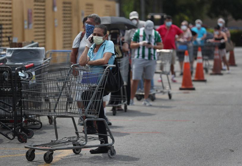 Kolejka do sklepu na Florydzie; zdj. ilustracyjne /AFP