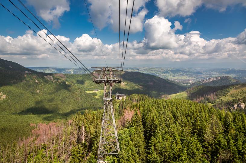 Kolejka na Kasprowy Wierch wywozi na szczyt w zaledwie 12 minut. /123RF/PICSEL
