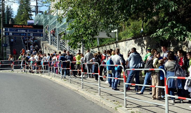 Kolejka oczekujących na wjazd na Kasprowy Wierch /Grzegorz Momot /PAP