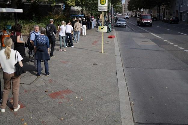 Kolejka przed jednym z lokali wyborczych w Berlinie /Michał Dukaczewski /RMF FM