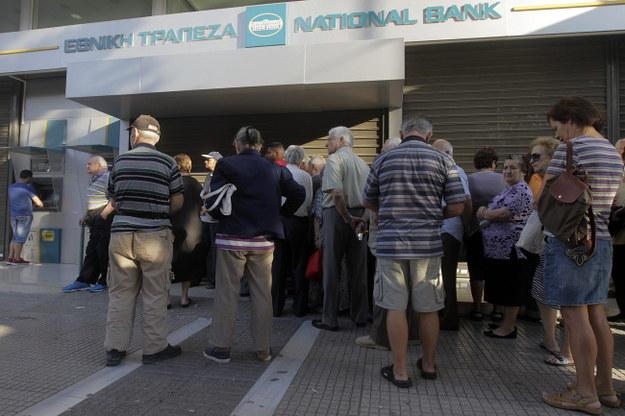 Kolejki Greków przez bankomatami /ORESTIS PANAGIOTOU /PAP/EPA