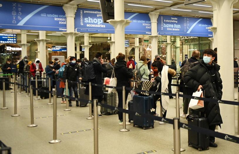 Kolejki na londyńskiej stacji Kings Cross St. Pancras / ANDY RAIN    /PAP