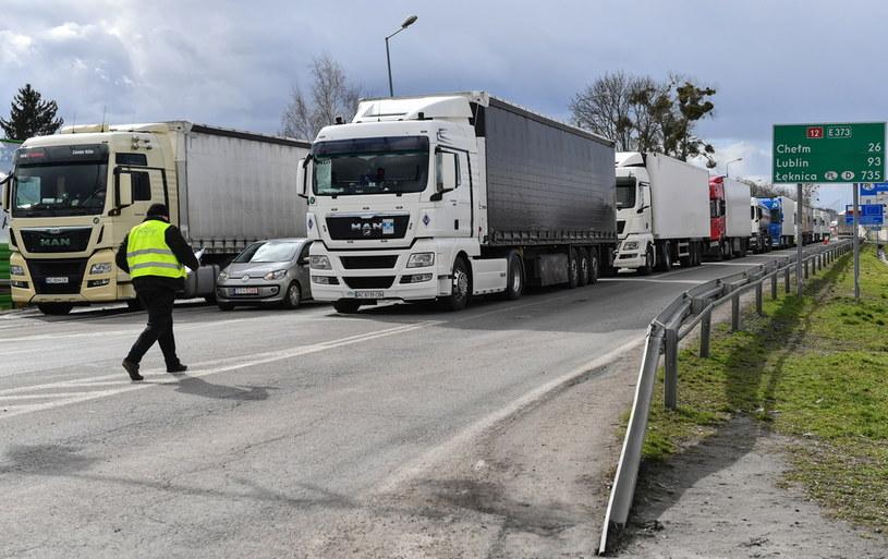 Kolejki na przejściu granicznym z Ukrainą w Dorohusku /Wojtek Jargiło /PAP